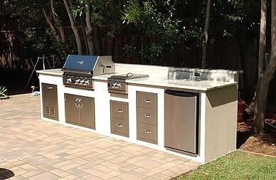 Outdoor Kitchenette in a Small Backyard in Los Altos, CA