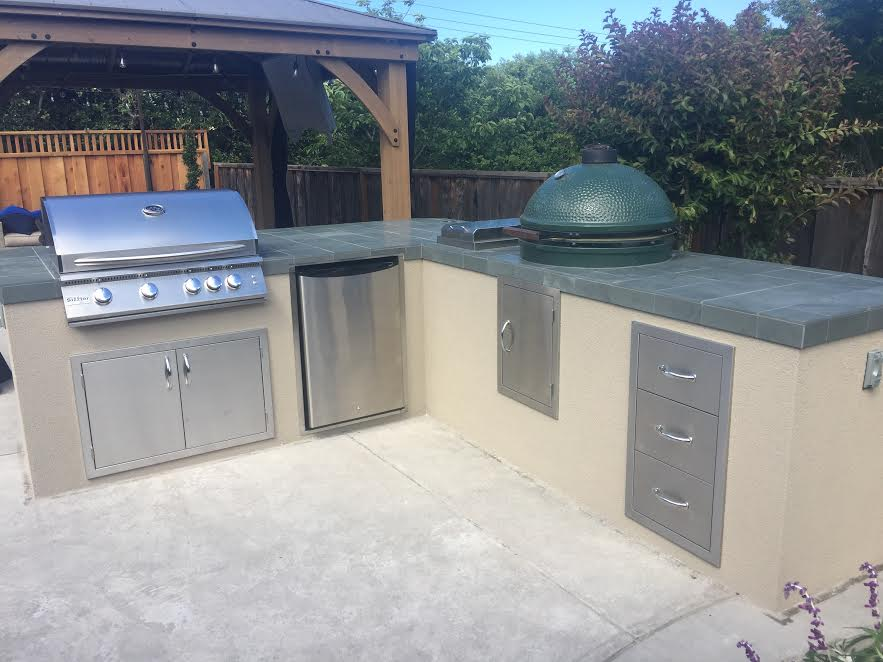 Stucco outdoor kitchen in Los Gatos CA