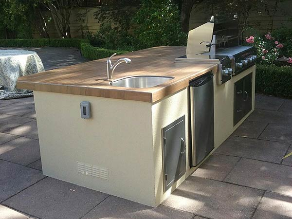 Outdoor Kitchen Sink with Plumbing