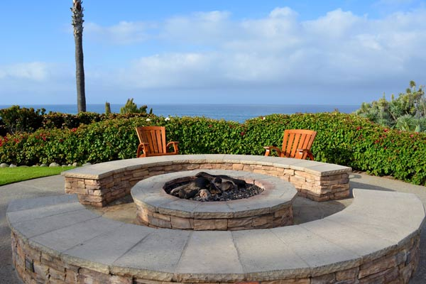 What You Need to Consider Beofre Building a Custom Backyard Fire Pit